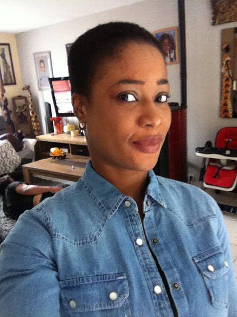Ines arborant ses (nouveaux) cheveux courts
